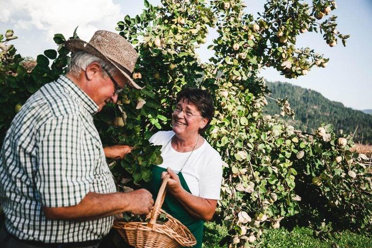 Gerhard & Alberta Liegl im eigenen Garten